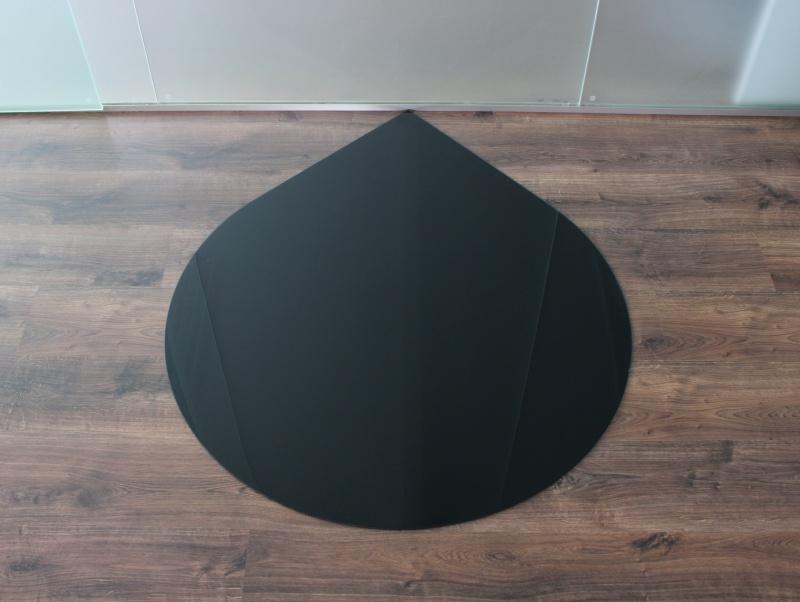 tropfen 125cm glasplatte schwarz funkenschutzplatte. Black Bedroom Furniture Sets. Home Design Ideas