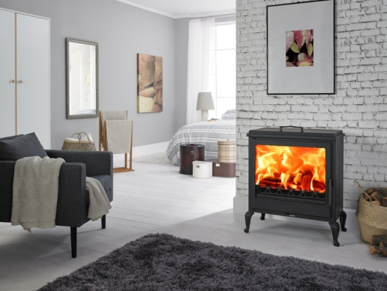 eek a kaminofen panadero aube mit herdplatte kochstelle. Black Bedroom Furniture Sets. Home Design Ideas